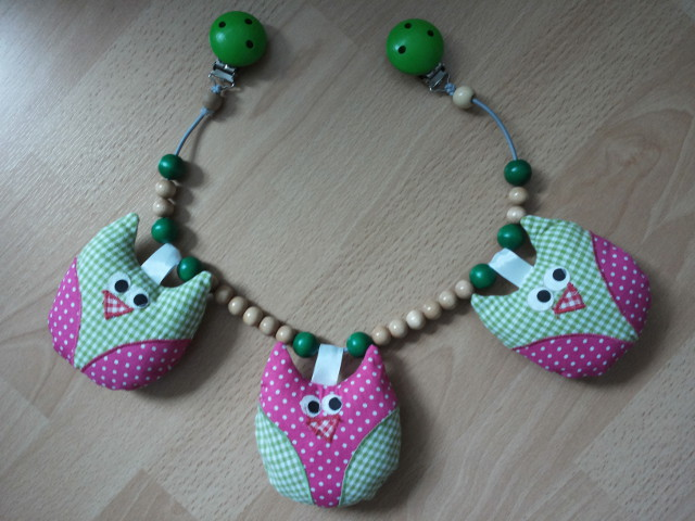 Kinderwagenkette Eulen gruen/pink